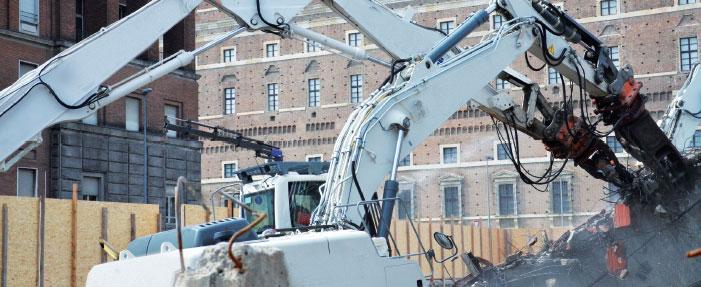 demolizione con bonifica di vecchi impianti industriali