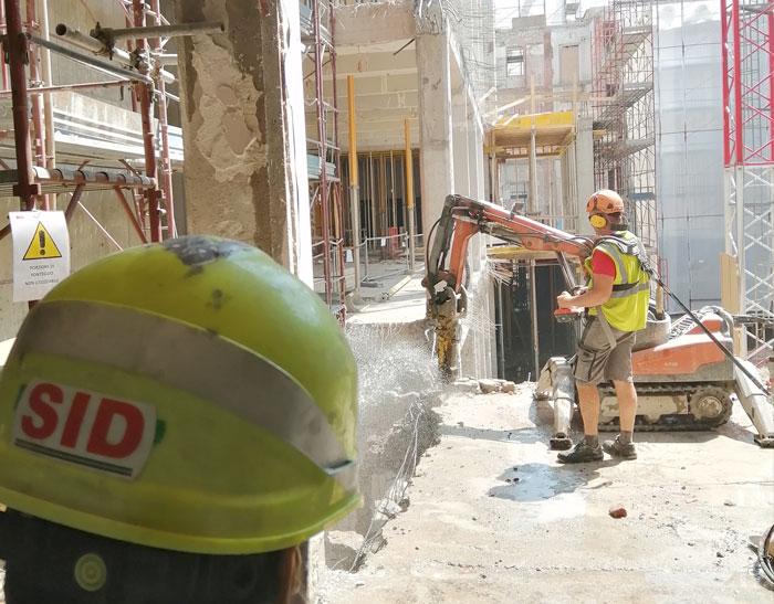 demolizioni sicure con bracci alti